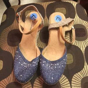 White Mountain wedges with sparkles